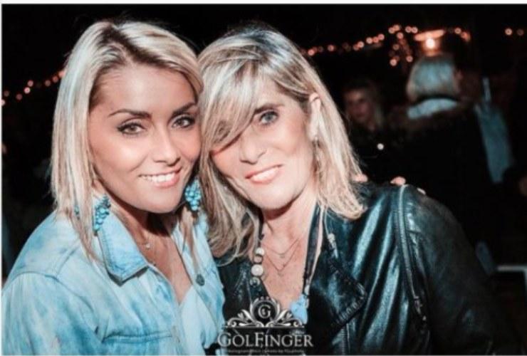 carlotta savorelli con la madre in discoteca