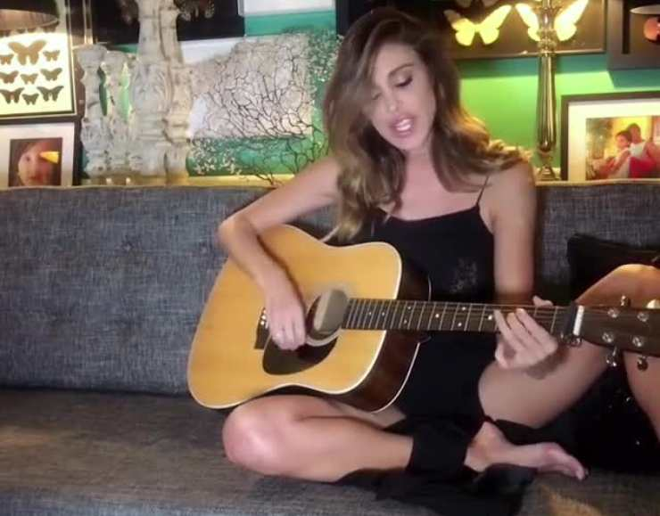Belen Rodriguez senza freni - Solonotizie24