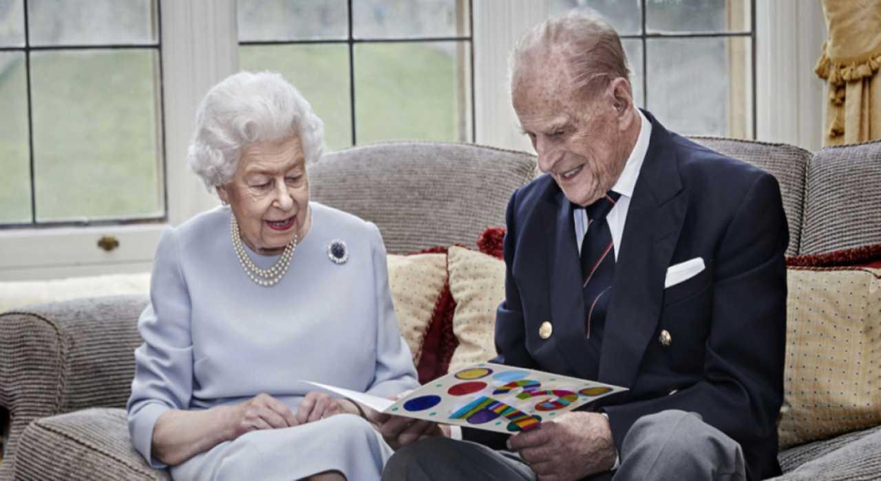 Regina Elisabetta furto a Buckingham Palace - Solonotizie24