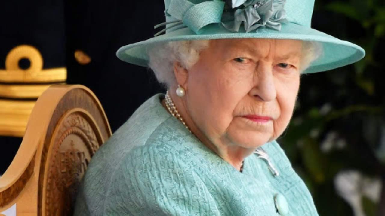 Scandolo per la Regina Elisabetta - Solonitize24