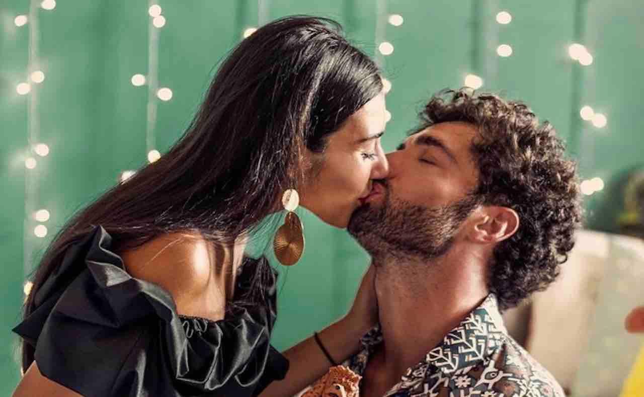 Da Un Posto al Sole alla favola d'amore: gli attori postano questa foto, boom di like