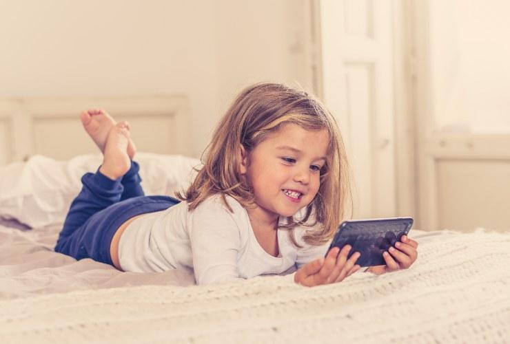 Spegni il cellulare quando sei con tuo figlio-SoloNotizie24.it