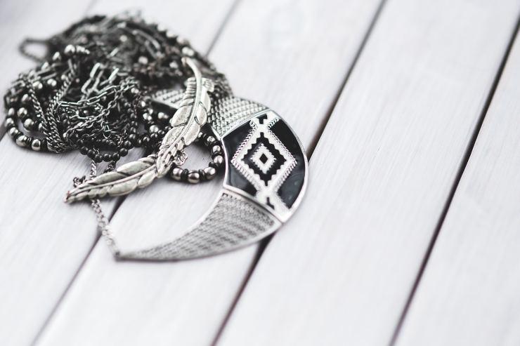 Come si puliscono i gioielli in argento
