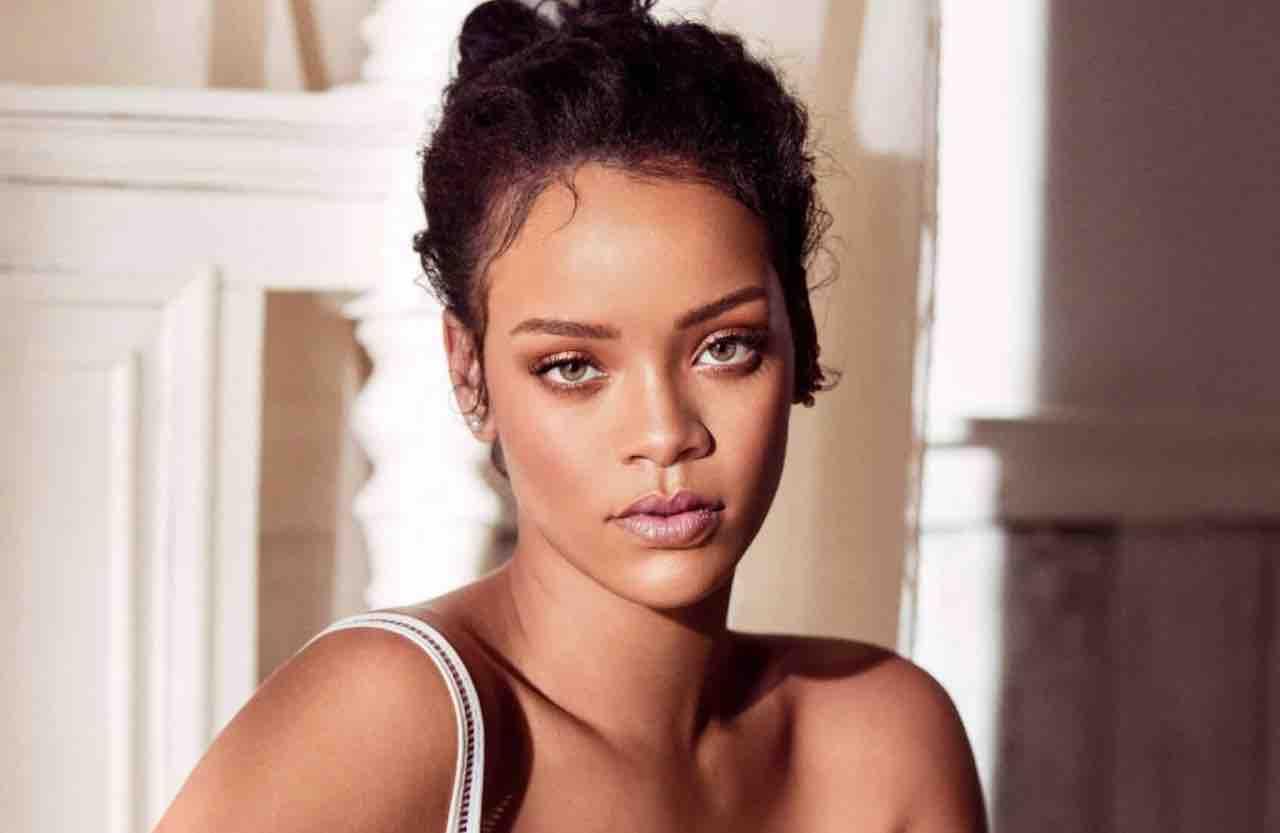 Rihanna scatto in Senza veli | La cantante oggetto di scandalo in India