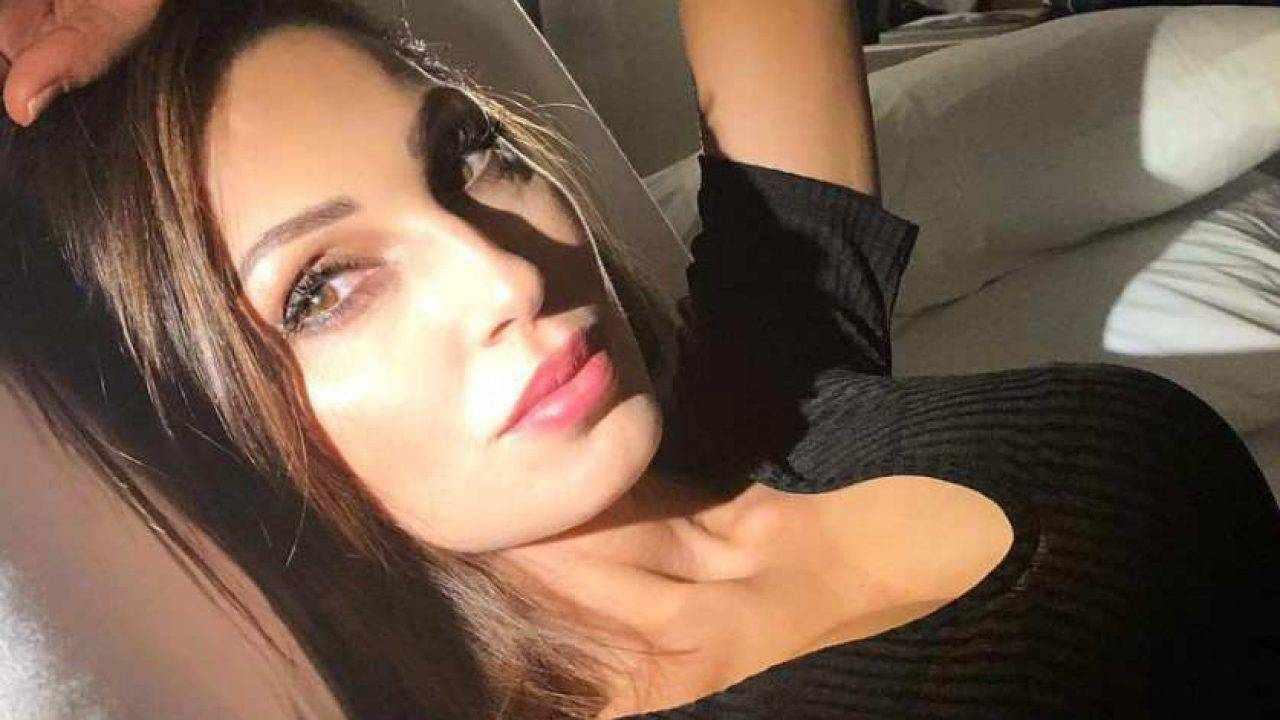 Anna Tatangelo bellissima su Instagram: le trasparenze incantano i fan